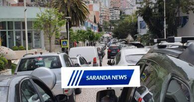 Aksident tek Kisha në Sarandë, rëndohet trafiku i makinave